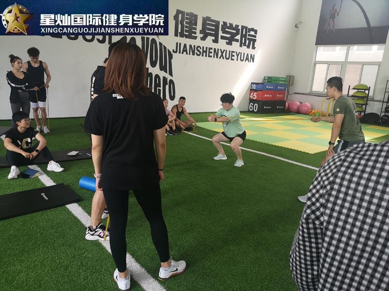 曲靖哪学健身教练培训?