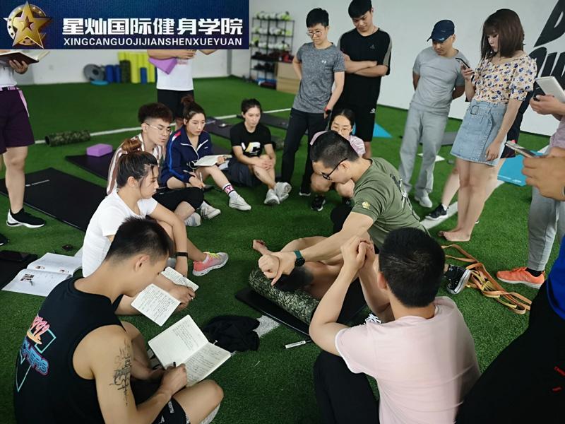 温州学健身教练证培训下来多少钱?
